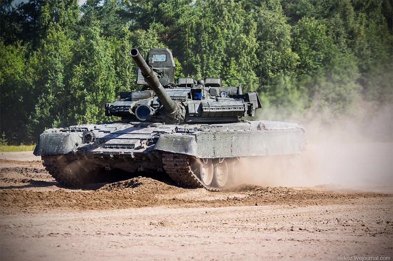 Показательное выступление танков