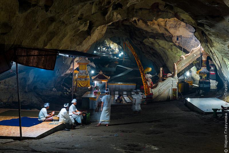 Пещерный храм на Нуса Пенида – Гоа Карангсари (Гоа Гири Путри) .jpg