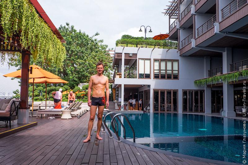 Отель Riva Surya в Бангкоке