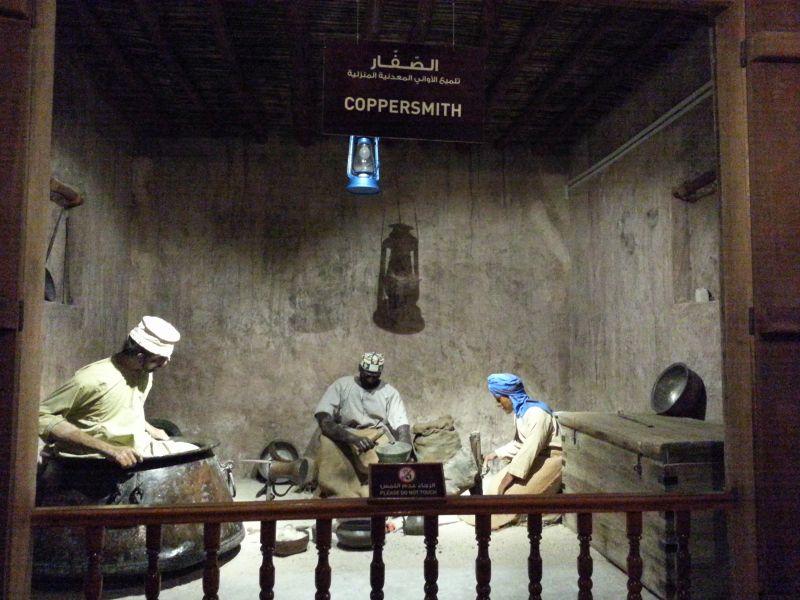 Инсталляция, показывающая работу в кузнице