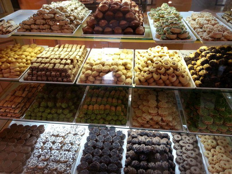 Выбор восточных сладостей велик