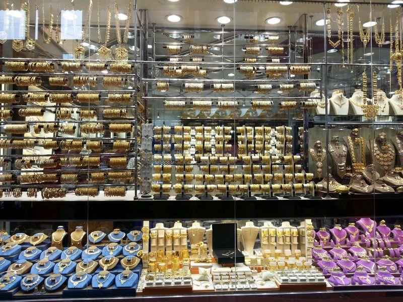 Витрина магазина на золотом рынке Дубая