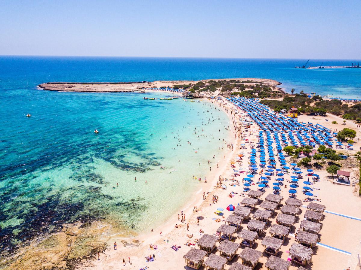 пляжи Кипра: Makronissos Beach пляжи Кипра Лучшие пляжи Кипра – с белым песком, для тусовок, для отдыха с детьми  D0 9F D0 BB D1 8F D0 B6 D0 B8  D0 9A D0 B8 D0 BF D1 80 D0 B0 Makronissos Beach