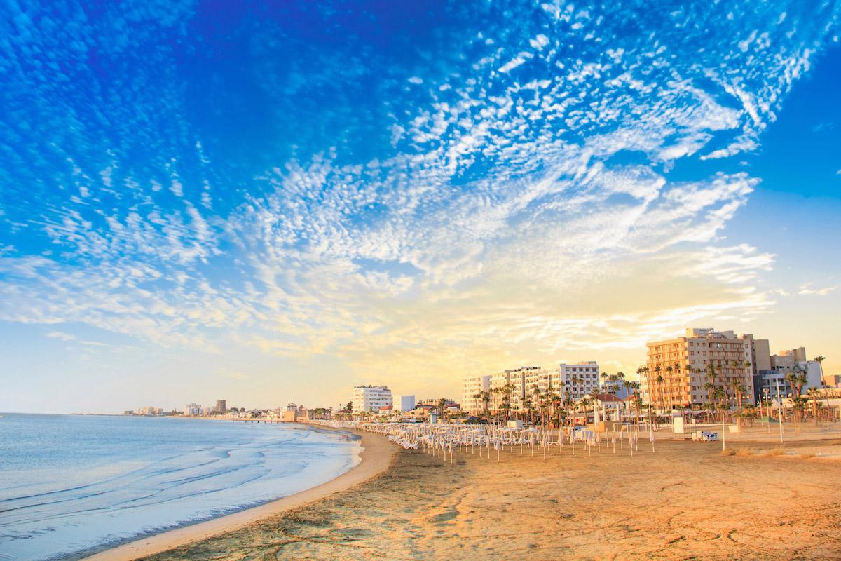 пляжи Кипра: Phinikoudes Beach пляжи Кипра Лучшие пляжи Кипра – с белым песком, для тусовок, для отдыха с детьми  D0 9F D0 BB D1 8F D0 B6 D0 B8  D0 9A D0 B8 D0 BF D1 80 D0 B0 Phinikoudes Beach