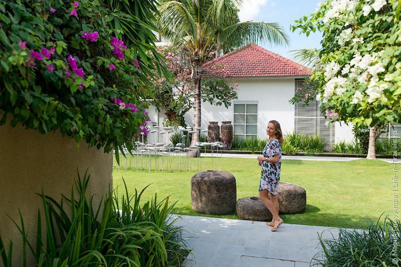 Вилла Uma Sapna – дизайнерские виллы и арт-галерея с произведениями современного искусства в Семеньяке, Бали